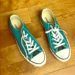 Converse sneakers in gorgeous green